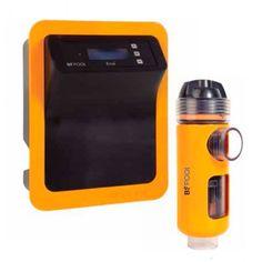 Clorador Salino BSV EVo Low Salt Referencia:  EVoBASIC15LS Nuevo clorador salino conpacto en caja IP65 con producciones de 15 y 20 gramos destinados para piscinas privadas.  • Menor consumo eléctrico. • Mayor durabilidad de la célula de electrólisis. • Mayor rendimiento en la cloración salina. • Más compacto, facilmente adaptable a cualquier caseta de instalación. • Menor temperatura de trabajo. • Display digital de control, fácil e intuitivo de usar.
