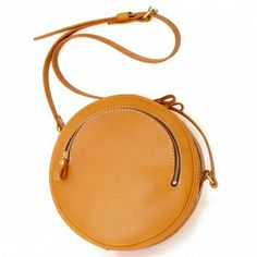 Want this leather bag by Herz Small Leather Bag, Round Bag, Craft Bags, Casual Bags, Handmade Bags, Beautiful Bags, Small Bags, Handbag Accessories, Leather Crossbody Bag