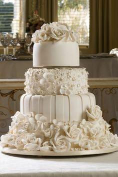 Weddbook ♥ 4-Tier-weißen Fondant Hochzeitstorte, genießbare Rosen, jeweils so bemessen Blume. Spezielles Design Hochzeitstorte mit weißen Rosen topper  fondant  weiß  rose  topper