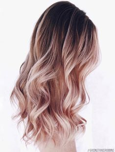 42 Trendy Rose Gold Blonde Hair Color Ideas - rose gold hair highlights, rose gold hair toner, rose gold hair ombre - Hair and Beauty eye makeup Ideas To Try - Nail Art Design Ideas Gold Blonde Hair, Blond Ombre, Pink Ombre Hair, Lilac Hair, Rose Gold Hair, Blonde Brunette, Onbre Hair, Curls Hair, Emo Hair