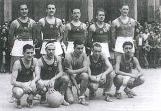 Barça 1942-43. Considerada la primera gran década, el equipo de baloncesto del F.C. Barcelona, empieza a tener sus primeros grandes éxitos, ganando 6 Copas del Generalísimo, consolidándose como el mejor equipo de Cataluña y uno de los mejores de España. Aunque en el año 1942, quedó subcampeón, ganó su primera Copa del Generalísimo el año 1943. Este equipo estaba formado, entre otros, por los jugadores: F.Martínez, M.Carreras, P.Carreras, F.Font, Ferrando, Ignacio.