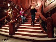 Titanic, näyttely Tallinnassa. Näkymä laivan kuuluun portaikkoon.
