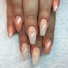 Peachy #naglar #nagelkär #nagelteknolog #naglarstockholm #nagelförlängning #uvgele #gele #gelenaglar #gelnails #nails #nailart #nailswag #lillynails #nailfashion #nailpassion #nailobession #nailextensions #dopenails #blingnails #passion #love #kimmienails #hudabeauty