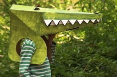 animal masks crocodile/ amazing maybe I could make this - Animal Costumes, Diy Costumes, Costume Ideas, Crocodile Costume, Alligator Costume, Diy For Kids, Crafts For Kids, Diy Paper, Paper Crafts