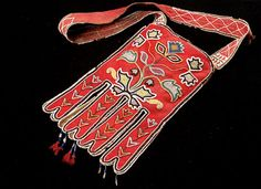 Dene (unknown group, British Columbia? Yukon?), Octopus Bag, beads/wool, c. 1900.