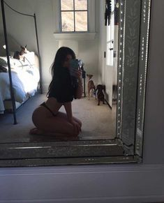 Shared by Kylie Jenner Aesthetic Body, Bad Girl Aesthetic, Girl Photo Poses, Girl Photos, Selfie Posen, Seductive Pose, Photographie Portrait Inspiration, Jugend Mode Outfits, Instagram Pose