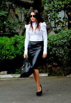 Miss Buttoned-Up 2014: 30.9.2014 : Stella Savin (Romania)