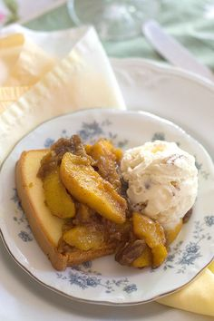 Hot Curried Georgia Peaches from @NevrEnoughThyme #desserts #peaches
