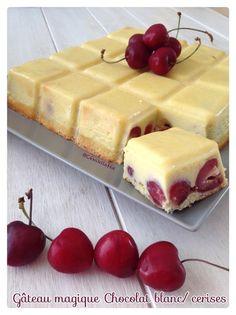 - Préchauffer le four à 150°C - Dénoyauter 200g de cerises et les mettre dans le moule tablette ou un autre moule si vous n'avez pas - Séparez les blancs des jaunes de 4 oeufs - Monter les blancs en neige ferme - Faire fondre 180g de chocolat blanc à... Gourmet Recipes, Sweet Recipes, Cake Recipes, Dessert Recipes, Cooking Recipes, Cherry Desserts, Candy Cakes, Just Cakes, Pastry Cake