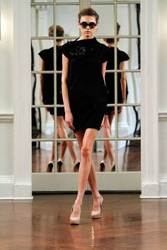 See the entire collection from the Victoria Beckham Fall 2010 Ready-To-Wear runway show.