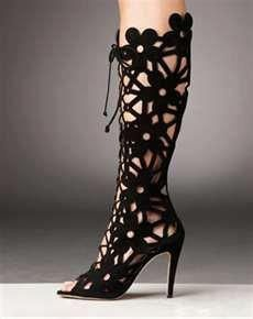 """how about a crochet version as """"leg warmers""""? Manolo Blahnik suede cut out peep toe boots! Guêtres Au Crochet, Crochet Boots, Crazy Shoes, Me Too Shoes, Cutout Boots, Summer Boots, Manolo Blahnik Heels, Sexy Boots, Low Boots"""