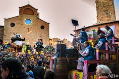 Feeling low in this dull February days? Take a peek at San Gimignano's Carnival , a pictoresque festival held in this medieval village, the medieval Mahnattan of Tuscany! www.hotelcertaldo.it