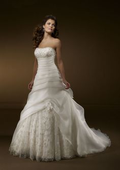 A-Line Strapless Chapel Train Lace Organza Wedding Dress (W124)
