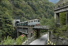 Net Photo: CFR Calatori - Romanian Railways at Tirgu Jiu, Romania by CatalinV Old Trains, Train Engines, Train Tracks, Abandoned Buildings, Locomotive, Romania, Diorama, Places Ive Been, Cabin