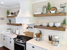 I took a road trip today to see my friend Melissa, , up in South Carolina. Though I was only able to stay for a few… Kitchen Set Up, Kitchen On A Budget, Home Decor Kitchen, Rustic Kitchen, Country Kitchen, Home Kitchens, Kitchen Ideas, Dream Kitchens, Kitchen Lighting Design
