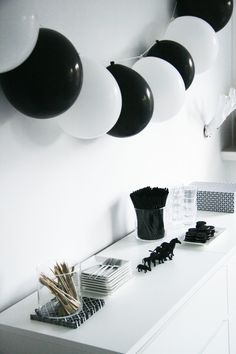 ideas party decorations black and white birthday for 2019 .- Ideen Partydekorationen Schwarz-Weiß-Geburtstag für Ideen Part… ideas party decorations black and white birthday for ideas party decorations black and white birthday for 2019 – …– - Black And White Balloons, Black White Parties, Black And White Theme, Black And White Party Decorations, Black Gold, White Decor, Panda Birthday Party, Panda Party, Birthday Party Themes