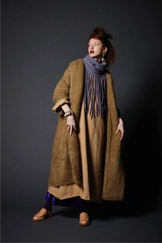 THE Dallas Absolutely gorgeous look, the heathered cinnamon and mustard of both long coats, what a lovely combination. Colorful Fashion, Boho Fashion, Winter Fashion, Fashion Outfits, Beautiful Outfits, Cool Outfits, Ethno Style, Mode Boho, Over 50 Womens Fashion