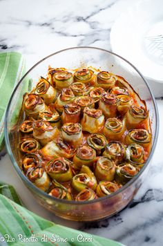 Rotolini di zucchine al forno Vegan Runner, Vegan Gains, Cooking Recipes, Healthy Recipes, Slow Food, Light Recipes, Vegetable Dishes, Italian Recipes, Great Recipes