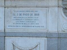 Dos de Mayo de 1808 fue una rebelión de la gente de Madrid contra las tropas francias (Napoleon), cual empecó la guerra de penìnsula.