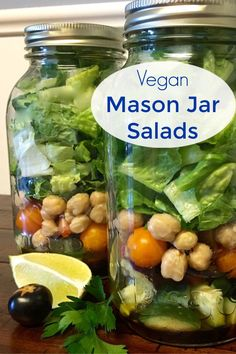 Whether you are doing meal prep for the week or making a family meal ahead of time, a vegan mason jar salad looks and tastes amazing. Fruit Recipes, Salad Recipes, Juicer Recipes, Vegetarian Recipes, Healthy Recipes, Healthy Eats, Vegetable Recipes, Delicious Recipes, Keto Recipes