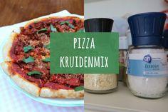 Benieuwd hoe je zelf een pizza kruidenmix kunt maken? Het is niet moeilijk maar wel erg lekker! Bekijk het recept hier. Veel succes en eet smakelijk!