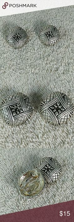 Clip-On Earrings This Beautiful Earrings is clip on size 1 inches Fashion Jewelry Jewelry Earrings