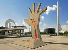 Em março, um dos centros culturais e políticos mais importantes de São Paulo completa 24 anos. Projetado pelo arquiteto Oscar Niemeyer e desenvolvido pelo antropólogo Darcy Ribeiro, o Memorial da América Latina é um dos principais pontos turísticos por quem passa pelo bairro da Barra Funda, na região oeste da cidade.