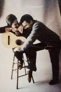 Astrud Gilberto e João Gilberto no estúdio, em 1963. Veja mais em: http://semioticas1.blogspot.com/2011/08/canto-para-o-mundo.html