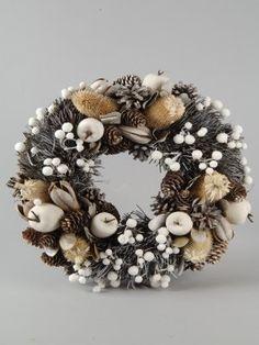 §§§ : pinecone wreath