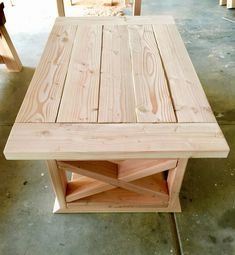 The Best DIY Farmhouse Table Plans for Inspiration Woodworking Furniture, Pallet Furniture, Furniture Projects, Woodworking Plans, Rustic Furniture, Antique Furniture, Furniture Design, Woodworking Classes, Woodworking Projects