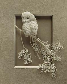 Esta escultura de Calvin Nicholls también está hecho de papel. Básicamente lo elegí por los detalles, porque amo a los búhos y a las lechuzas, y por lo realista que parece. Ya que como bien dije una vez, soy una gran amante del realismo.