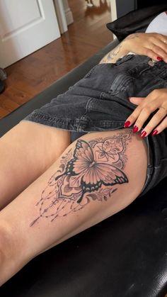 Front Thigh Tattoos, Cute Thigh Tattoos, Thigh Piece Tattoos, Lower Leg Tattoos, Flower Thigh Tattoos, Cute Tattoos, Body Art Tattoos, Unique Forearm Tattoos, Mandala Flower Tattoos
