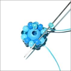 Free Beaded Bead Tutorial – Atom Beads  They are so much fun to make and incorporate in different projects in different ways.