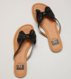 I feel like Minnie Mouse would wear these sandals.....well, I would too!   <3 ! :)