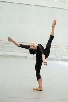 Natalia Osipova in rehearsal for Connectome at Royal Ballet. Photo by Bill Cooper Shall We Dance, Lets Dance, Royal Ballet, A Well Traveled Woman, Dance It Out, The Dancer, Alvin Ailey, Dance Like No One Is Watching, Boris Vallejo
