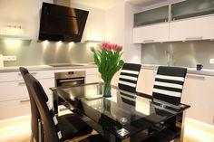 Stunning lighting under cabinets - #interiordesign #kitchen