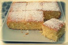 Κυκλοφορούν άπειρες συνταγές για λεμονάτο κέηκ, αλλά η παρακάτω ανήκει στον διάσημο Γάλλο σεφ Pierre Hermé και μάλλον είναι η καλύτερη. The Kitchen Food Network, Greek Sweets, Sponge Cake, Beignets, Greek Recipes, Food Network Recipes, Cornbread, Vanilla Cake, Cupcake Cakes