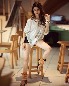 Ekta maru in shorts Stylish Girl Images, Stylish Girl Pic, Cute Girl Pic, Cute Girls, Mode Glamour, Girl Photography Poses, Fashion Photography, Cute Beauty, Beautiful Indian Actress