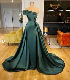 Prom Girl Dresses, Glam Dresses, Prom Outfits, Event Dresses, Fashion Dresses, Dark Green Prom Dresses, Wedding Dresses, 15 Dresses, Stunning Dresses