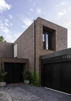 Built by B.E Architecture in Melbourne, Australia with date 2012. Images by B.E Architecture. The McIlwrick Street Residences are a three-townhouse development located on a single residential block in Windsor. L...