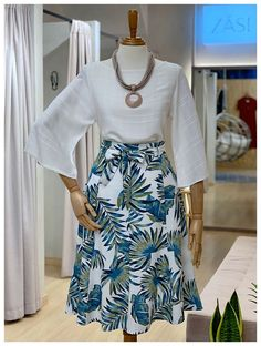 Saia Folhagem Viscolinho Recortes - in 2019 Classy Outfits, Chic Outfits, Casual Dresses, Fashion Dresses, Pencil Skirt Outfits, Outfit Trends, Blouse And Skirt, African Print Fashion, Work Attire