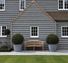 House Beautiful: Fresh, Classic, Traditional - Lovely home inspiration today. Fresh, classic and traditional, enjoy. New England Homes, New England Style, New Homes, Beautiful Interiors, Beautiful Homes, Michigan Lake House, New England Farmhouse, Small Garden Landscape, House Cladding
