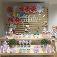 baby shower ideas for girls and boys. Baby shower decorations and baby shower decor Baby Shower Parties, Baby Shower Themes, Baby Shower Decorations, Shower Ideas, Shower Bebe, Boy Shower, Graduation Invitations, Party Invitations, Birthday Cupcakes