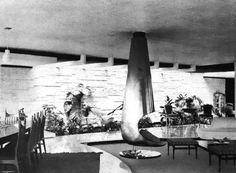Ver la chimenea en la sala principal, Casa en la Ciudad de México, (dirección desconocida),  México DF, 1961  Arq. Fernando Jackson -   View of the fireplace in the great room of a house in Mexico City, (address unknown), Mexico City, 1961