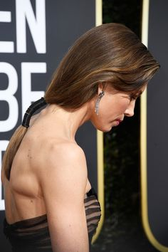 Jessica Biel Photos - Actor Jessica Biel, hair/jewelry detail, attends The 75th Annual Golden Globe Awards at The Beverly Hilton Hotel on January 7, 2018 in Beverly Hills, California. - 75th Annual Golden Globe Awards - Arrivals