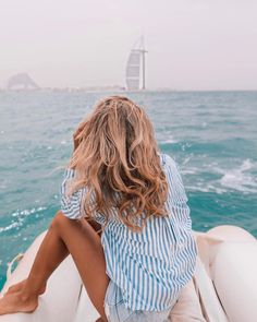 summer and beach style; blue stripy shirt – A La Gray summer and beach style; blue stripy shirt summer and beach style; Beach Waves, Beach Bum, Image Mode, Jogging, Summer Goals, Summer Photography, Looks Chic, Foto Pose, Mode Inspiration