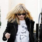 Alors qu'elle fête ses 43 ans, la façon d'être, de s'habiller, sa vie de rock star à deux cents à l'heure, sa discrétion, sa carrière exemplaire, son allure tantôt femme-enfant, tantôt femme fatale font fantasmer. Et pour cause, le mythe Kate Moss dépasse depuis toujours l'engouement suscité par tous les tops que l'histoire de la mode ait connu. Un style incroyable jamais égalé, charme adolescent nonchalant, brin d'innocence et attitude désinvolte qui ont forgé sa légende et ont fait d'el...