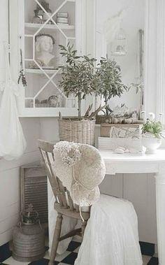 Chippendale hanging corner cupboard