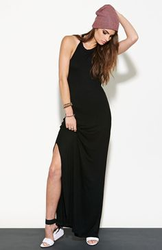 love that the slit is decent. Such a casual look :)