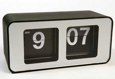 This plastic-body Retro Flip Clock combines a delightful touch of '70s nostalgia with efficient, up-to-date timekeeping. Its clean, attractive design looks good wherever you place it, and it can also be mounted on a wall.
